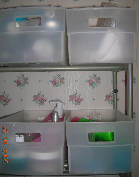 The bath rack with four totes